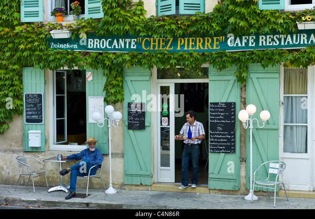 French restaurant waiter stock photos french restaurant for Chez leon meuble quebec