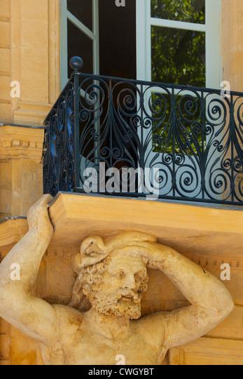 Carved doors stock photos carved doors stock images alamy - Tribunal de commerce salon de provence ...