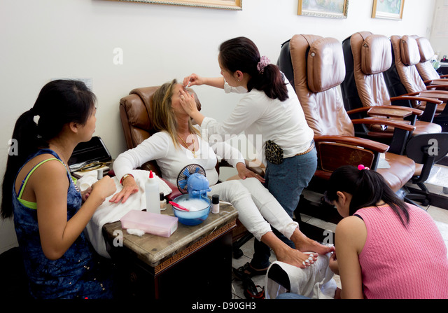 Pedicure stock photos pedicure stock images alamy for Fish pedicure los angeles