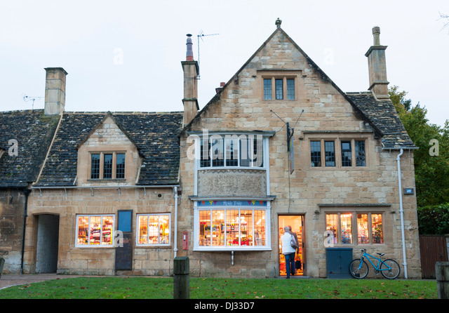 Rikki Tikki Gift Shop Broadway Cotswolds UK At Dusk