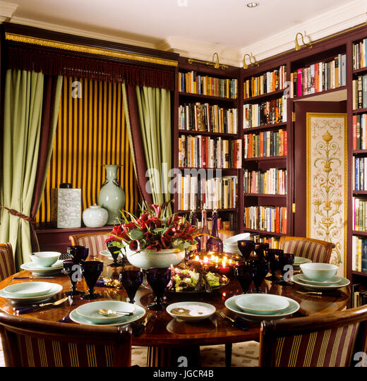 Victorian Dining Room With Bookcase   Stock Image