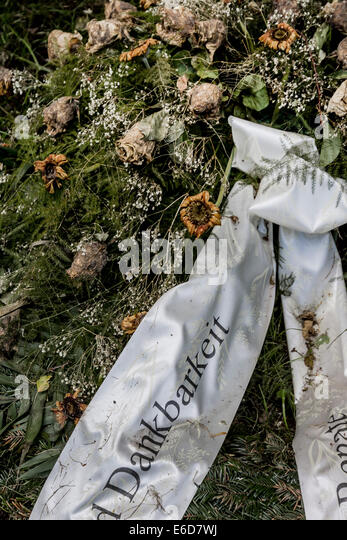 how to make a funeral wreath with ribbon