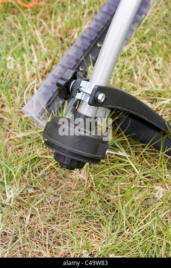 Strimmers stock photos strimmers stock images alamy for Gardeners trimming tool