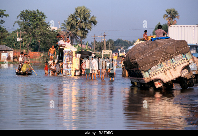 the 1998 floods in bangladesh Thousands evacuated in bangladesh floods rising flood waters have forced thousands to evacuate  1998 natural disasters worst ever: internet links.