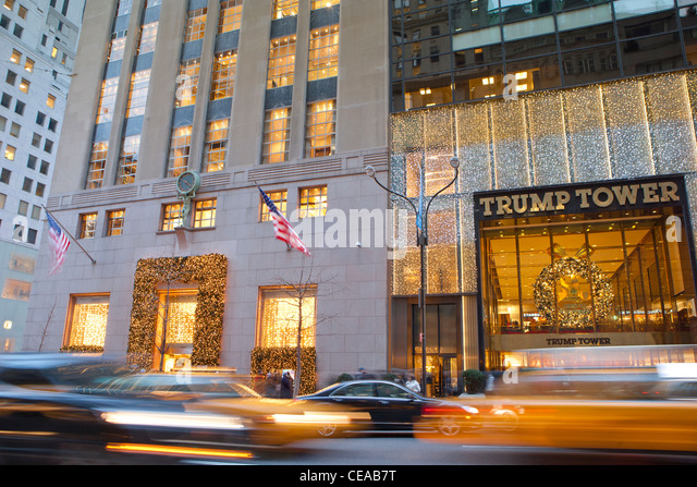 Traffic in front of Tiffany & Co. and Trump Tower Fifth Avenue, New York - Stock Image