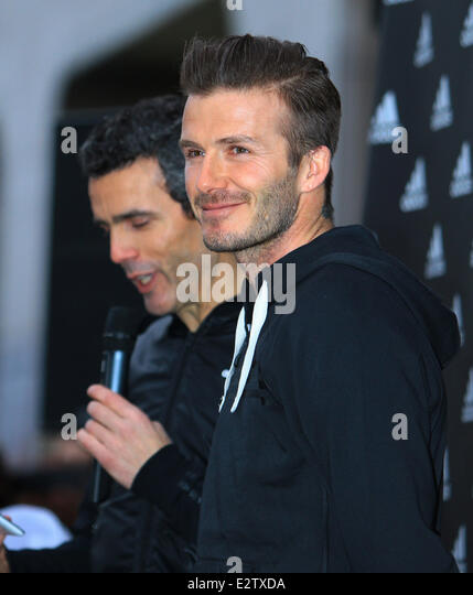 pas cher chaussures nike golf - David Beckham Autograph Session Adidas Stock Photos \u0026amp; David ...
