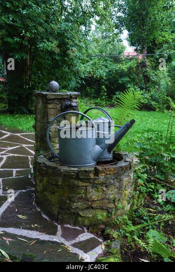 Brunnen Im Garten Stock Photos& Brunnen Im Garten Stock Images Alamy ~ 07043525_Brunnen Bohren Garten München