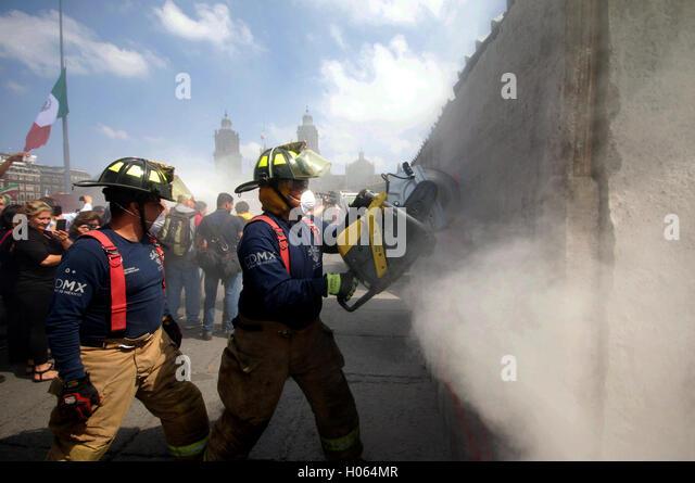 Mexico City Earthquake 1985 Stock Photos & Mexico City ...