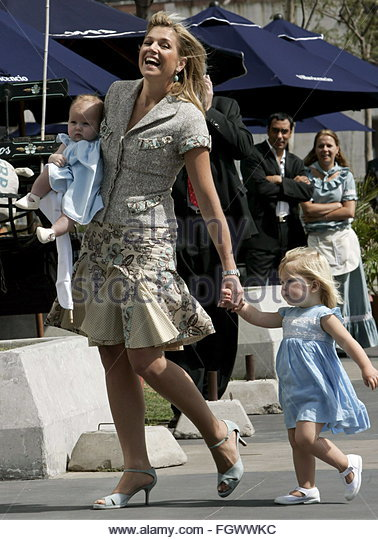 argentine-born-princess-maxima-of-the-netherlands-walks-with-her-daughter-fgwwkc.jpg