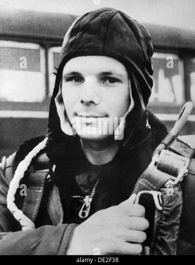 yuri gagarin russian astronaut - photo #25