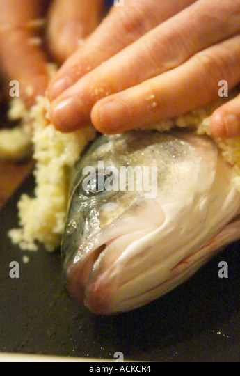 how to cook fish in salt crust