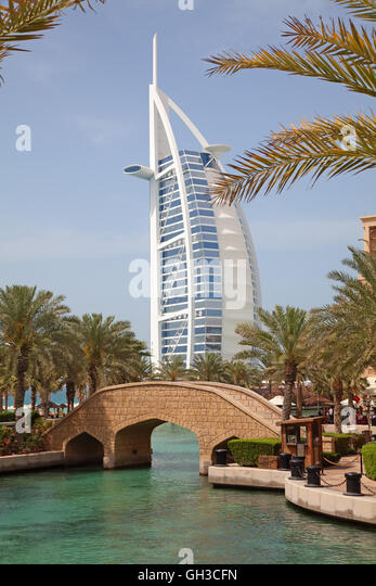 Boat shaped fountain stock photos boat shaped fountain for The sail hotel dubai