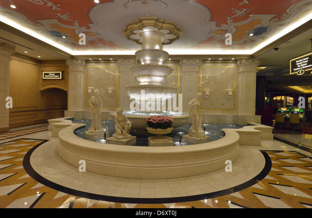 art deco statues stock photos art deco statues stock images alamy. Black Bedroom Furniture Sets. Home Design Ideas