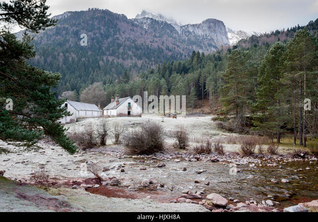 Oza stock photos oza stock images alamy for Cottage in the mountains