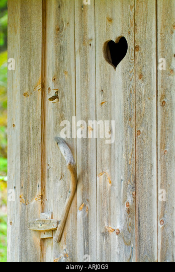 wooden door of a privy outhouse with a heart - Stock Image & Door Of An Outhouse Stock Photos \u0026 Door Of An Outhouse Stock ... Pezcame.Com