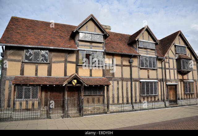 an analysis of william shakespeare born in stratford upon avon warwickshire c england Read the passage (1) william shakespeare was born in 1564 in stratford-upon-avon (2) it is a town in england (3) he is believed to have attended the - 7161565.
