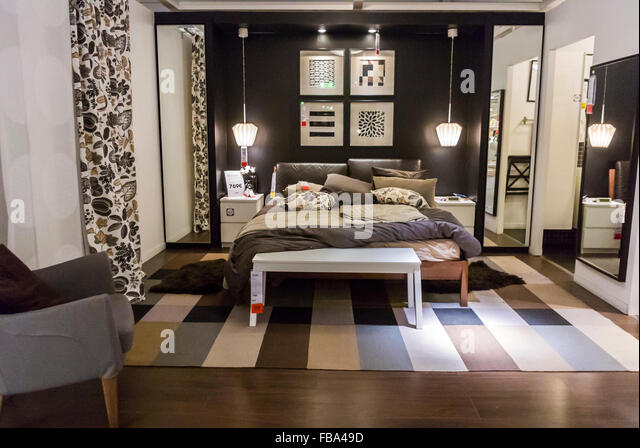 Bed display in store stock photos bed display in store - Ikea shop online france ...