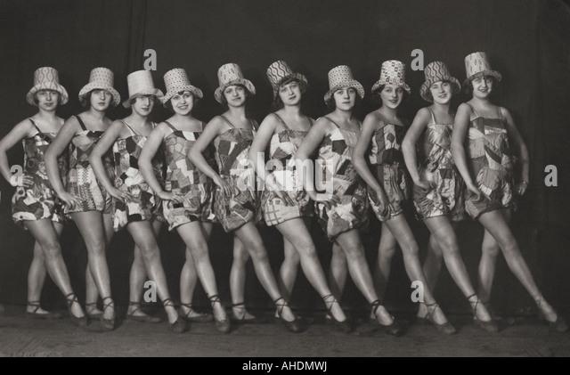 1920's Woman Dancing Stock Photos & 1920's Woman Dancing Stock ...