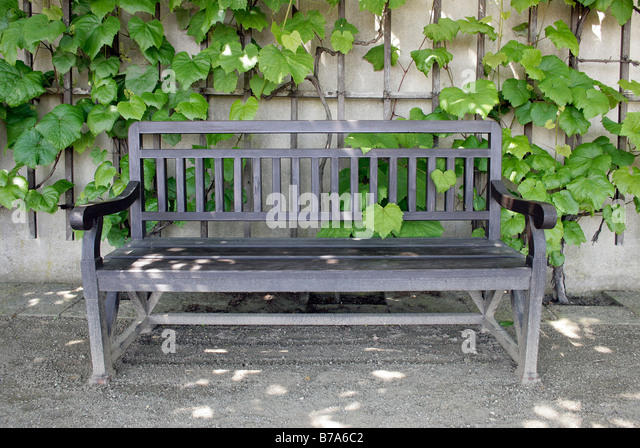 Gartenbänke  Gartenbänke Stock Photos & Gartenbänke Stock Images - Alamy