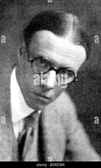 main street sinclair lewis Introduction sinclair lewis's main street, published in 1920, was not expected to be a commercial success lewis felt it would sell 10,000 copies, and his publisher predicted a run of 20,000 would be adequate.