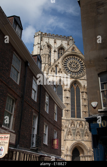 York shambles minster stock photos york shambles minster for Rose window york minster