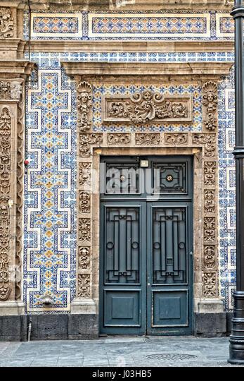 Los azulejos stock photos los azulejos stock images alamy for Casa de los azulejos mexico df