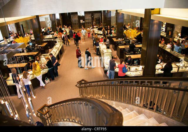 Tiffany co stock photos tiffany co stock images alamy for Jewelry stores in new york ny