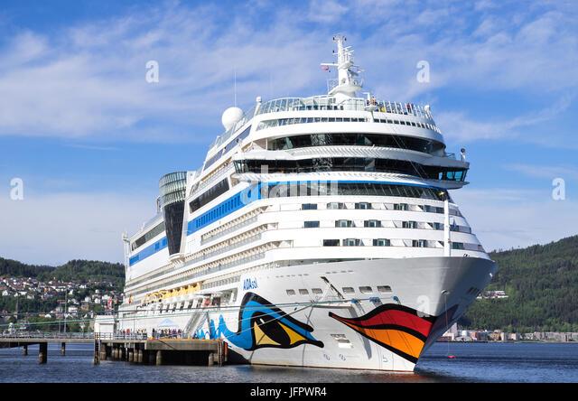 Cruise Terminal Carnival Stock Photos Amp Cruise Terminal Carnival Stock Images Alamy