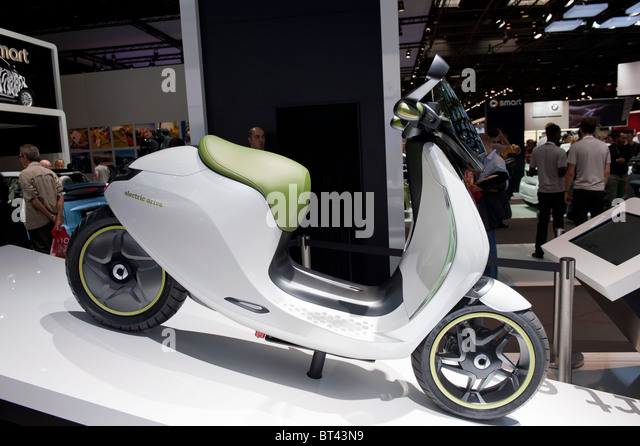electric moped stock photos electric moped stock images alamy. Black Bedroom Furniture Sets. Home Design Ideas