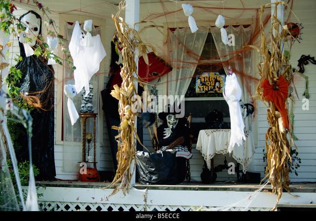 Halloween Decorations House Stock Photos &amp Halloween - Halloween Decorations Usa