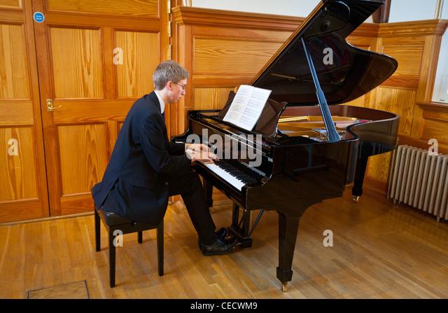 Grand Pianos Stock Photos & Grand Pianos Stock Images - Alamy