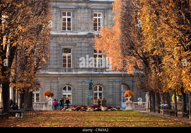 Sculpture luxembourg jardin paris stock photos sculpture for Jardin 974