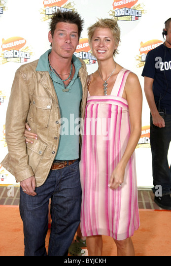 pennington gay singles Ty pennington bio, death, married, wife, kids, family, net worth, gay  pennington is not gay, he's straight  dating or gay who is his wife or girlfriend.