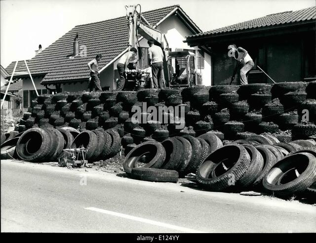 New tyres stock photos new tyres stock images alamy for Uses for old tyres
