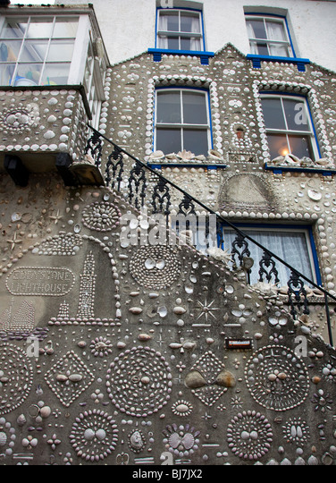 Shell house polperro cornwall stock photos shell house - Difference shell house turnkey ...