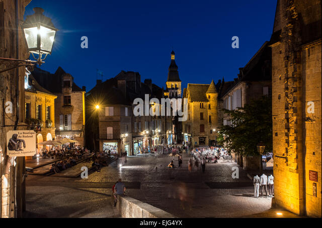 sarlat dordogne place de la stock photos sarlat dordogne place de la stock images alamy. Black Bedroom Furniture Sets. Home Design Ideas