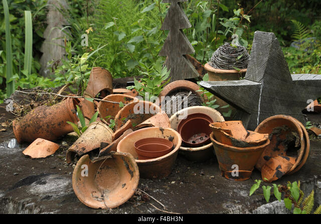 Broken Flowerpot Stock Photos & Broken Flowerpot Stock ...