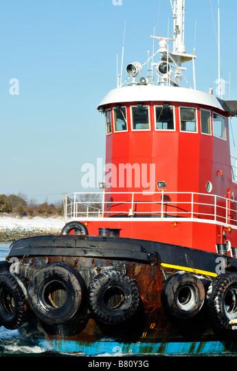 Tugboat pilot house design