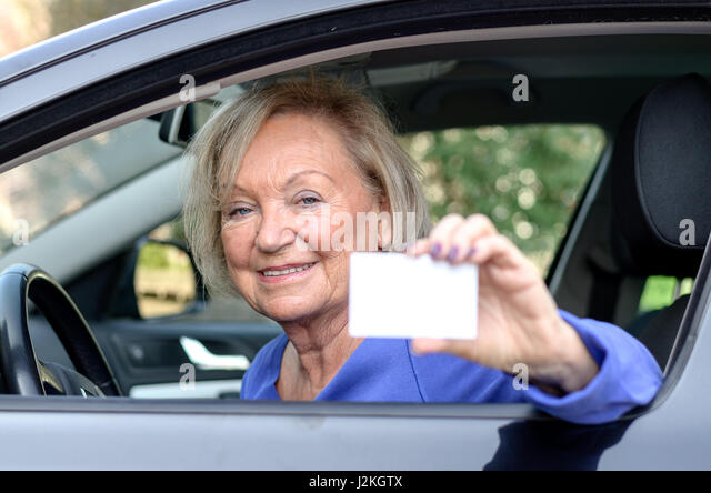 the hazard of elderly drivers Advanced age does not affect older drivers' ability to perceive hazards according to a new study the study also found that older drivers are more sensitive to potential hazards than young.