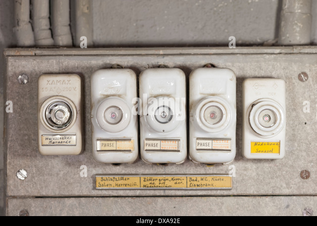 close up of an array of old fashioned lead fuses in a household fuse dxa92e fuse box stock photos & fuse box stock images alamy old fashioned fuse boxes at soozxer.org