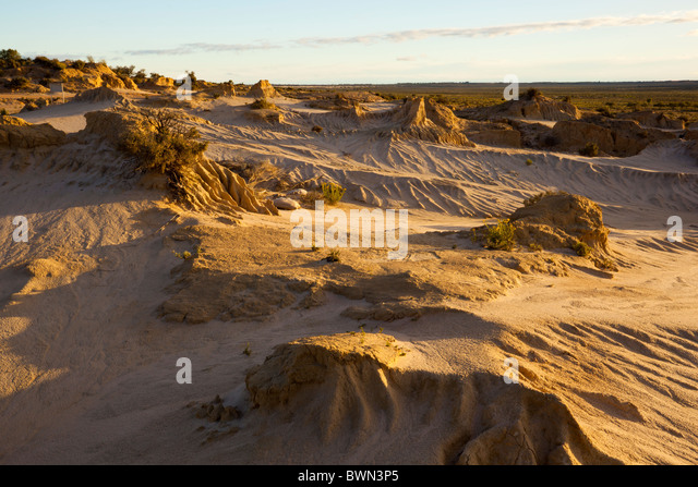 ancient history lake mungo Ancient history/human evolution/recent african origin  the recent african origin of modern  the oldest well dated fossils found outside africa are from lake.