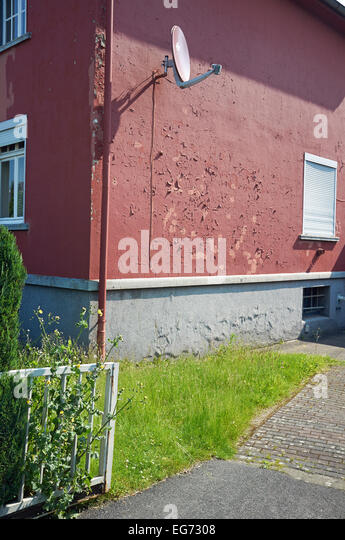 Red house paint stock photos red house paint stock images alamy - Exterior paint peeling concept ...