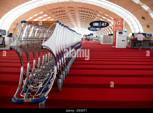 France airport baggage stock photos france airport baggage stock images alamy - Bureau de change roissy charles de gaulle ...