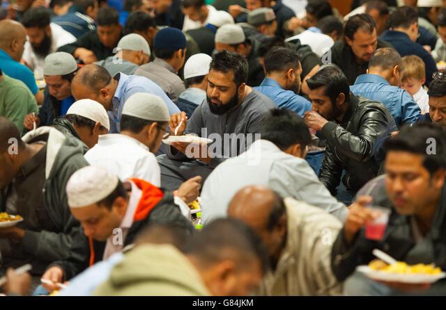 Muslim Men Eat Iftar Stock Photos & Muslim Men Eat Iftar ...