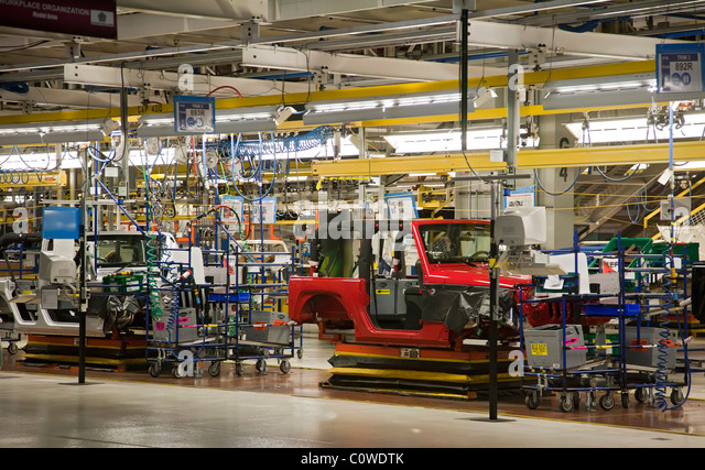 toledo ohio jeep assembly line at a chrysler plant stock photo picture and royalty free. Black Bedroom Furniture Sets. Home Design Ideas