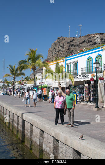 Elderly tourists stock photos elderly tourists stock - Standing canarias ...
