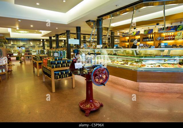 Peck milan stock photos peck milan stock images alamy for Milan food market