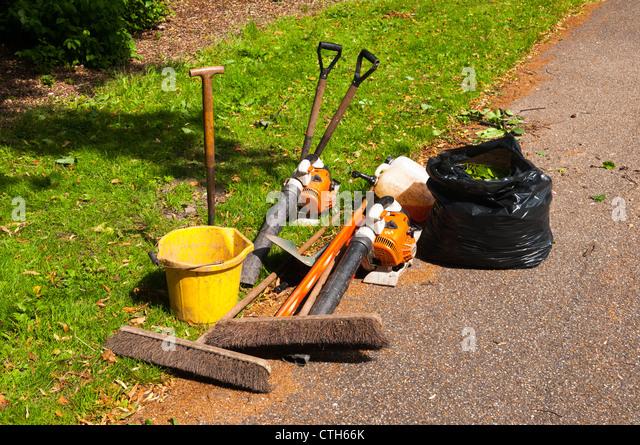 Blower garden stock photos blower garden stock images for Garden maintenance tools