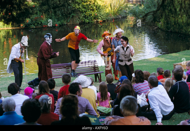 story teller crowd stock photos story teller crowd stock images alamy