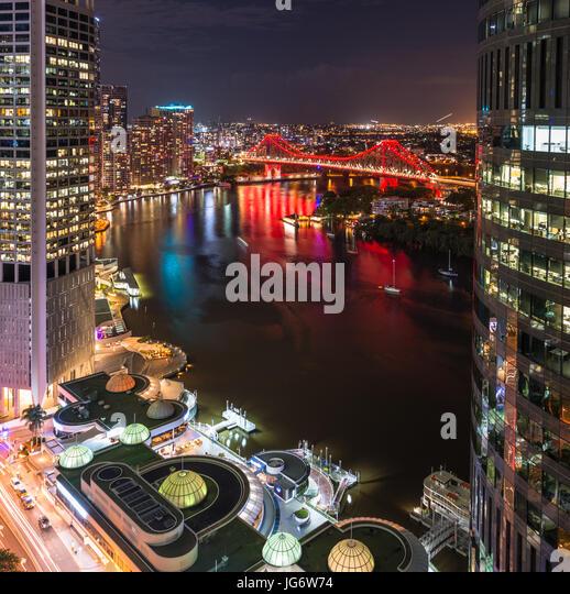 Story Bridge lit up after dark, Brisbane, Australia - Stock Image
